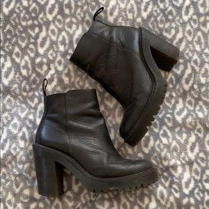 Dr. Martens Magdalena Leather Boots Sz 7